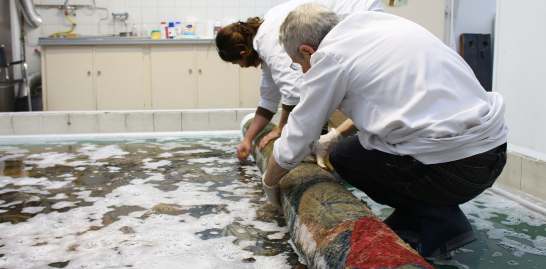Water-cleaning of the tapestry