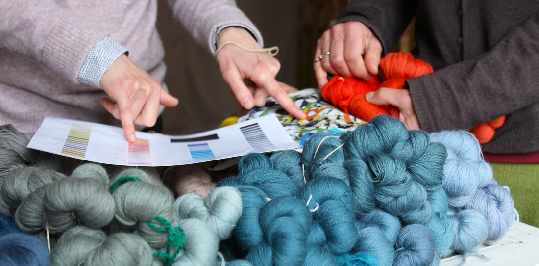 Tapis-Porte : choice of the wools following the advices of the artist