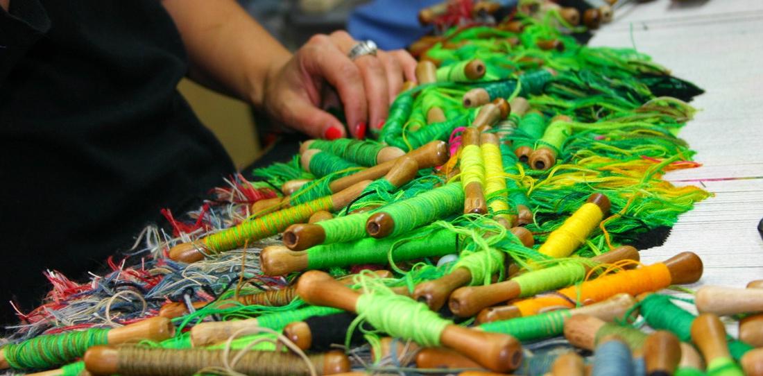 Nouvelles verdures d'Aubusson, Goliath Dyèvre & Quentin Vaulot, weaving in progress of the first tapestry at the workshop 'Atelier de la Lune'