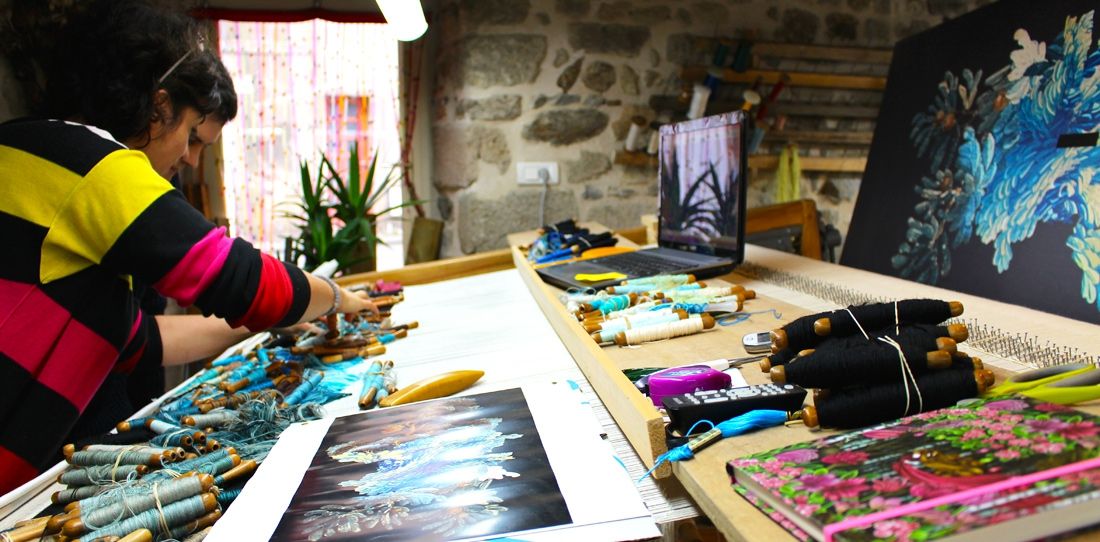 Nouvelles verdures d'Aubusson, Goliath Dyèvre & Quentin Vaulot, the designer Quentin Vaulot and the weaver Nadia Petkovitch discussing the weaving details of the second tapestry